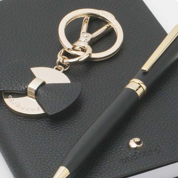 giftset zeer exclusieve relatiegeschenken balpen cacharel notitieboekje sleutelhanger
